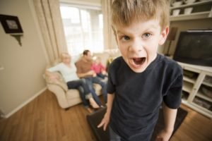 Cha mẹ dùng thiết bị điện tử nhiều – trẻ nhỏ dễ bị ảnh hưởng